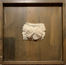 Load image into Gallery viewer, Ruffle headband- Ivory