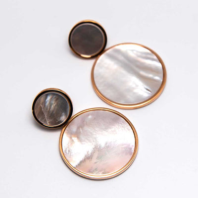 Mother of pearl disc earrings by Bronzallure