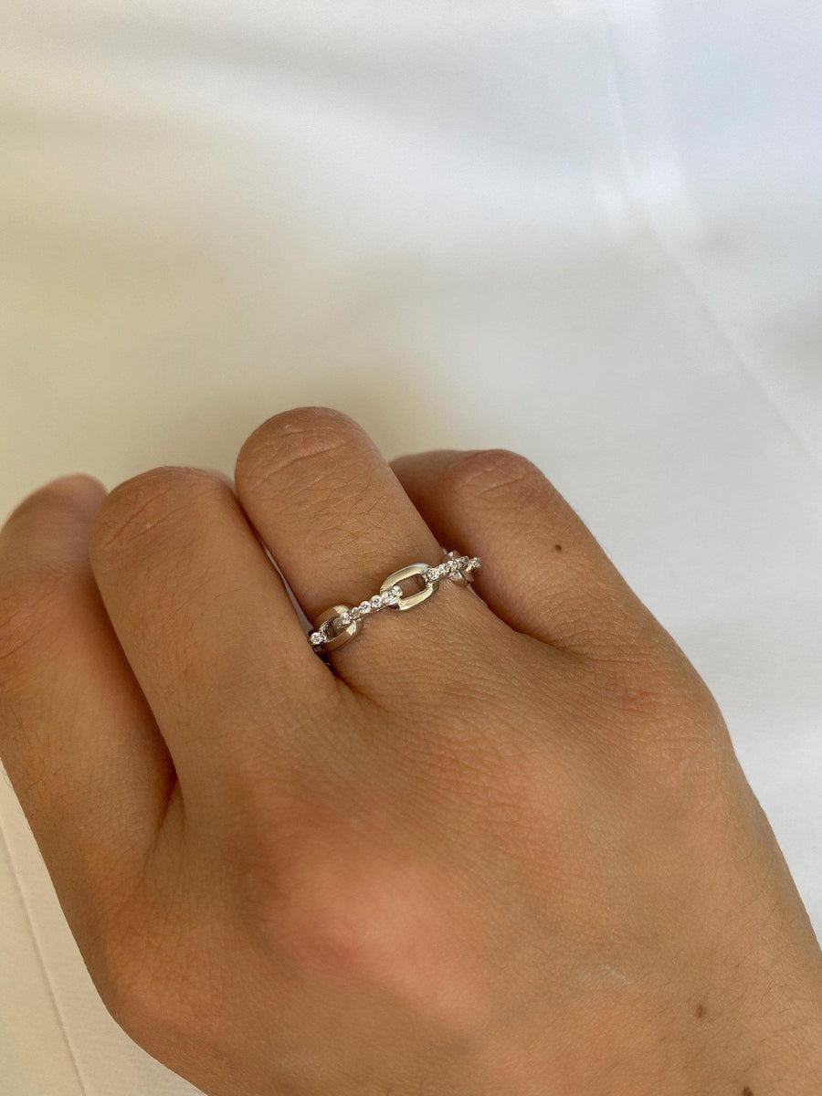 Alissa Silver Connecting Chain Ring-Ring-Alissa-7-Emila-2