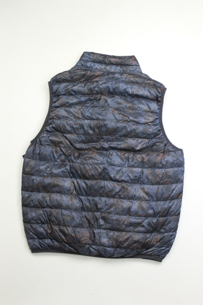 $125 Hawke & Co. Outfitter Reversible Packable Vest Medium Camo / Maroon