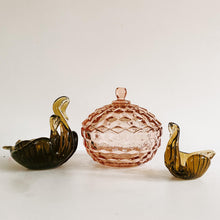 Load image into Gallery viewer, Set of 3 Italian Glass Swans
