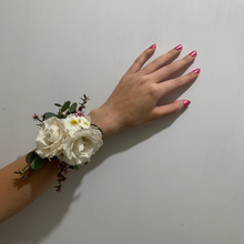 Load image into Gallery viewer, Fresh Floral Corsage