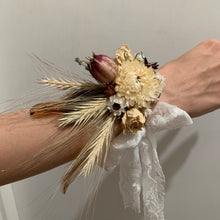 Load image into Gallery viewer, Free Bird Corsage