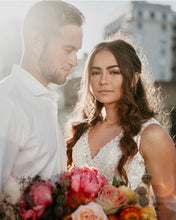 Load image into Gallery viewer, Fresh Flowers Elopement Package