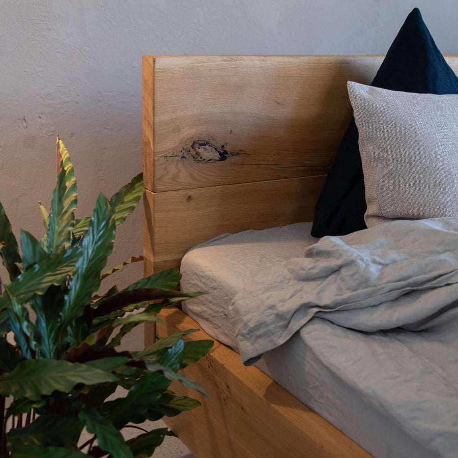 Bett Industriedesign von Woodboom aus Massivholz