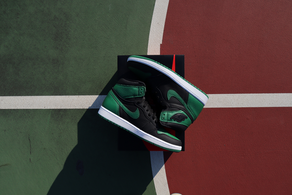 Air Jordan Retro 1 'Pine Green'