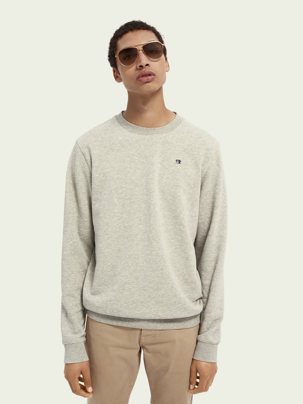 Scotch and Soda Sweatshirt in grey. Simple and basic wardrobe essential