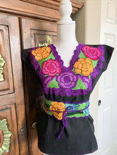 Load image into Gallery viewer, Mexican Floral blouse Zinacatan