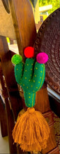 Load image into Gallery viewer, Cactus key chain