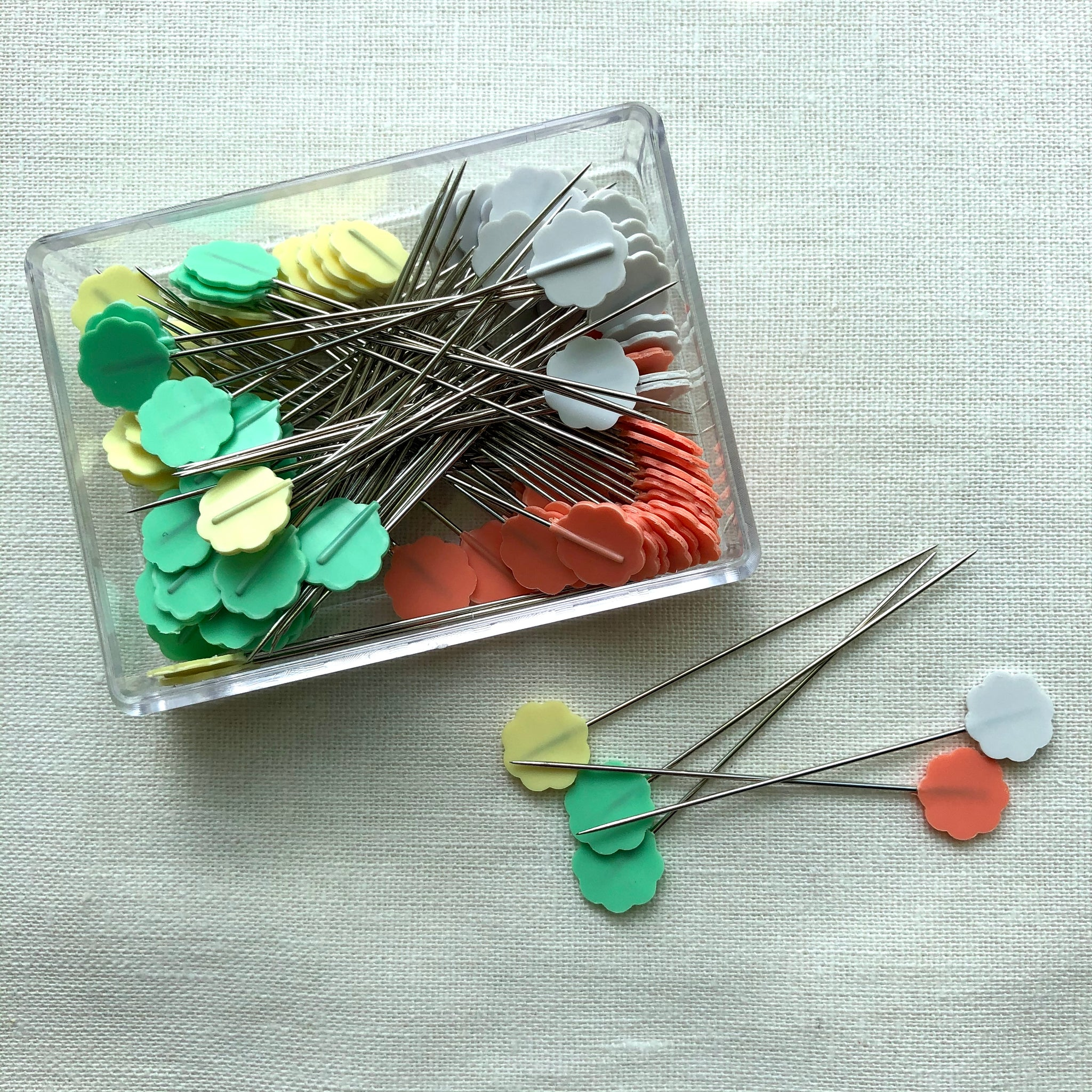 Clover Flower Head Pins, Boxed, 100 pins / Pkg