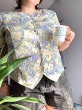 Load image into Gallery viewer, pastel green + yellow floral button up(XL)