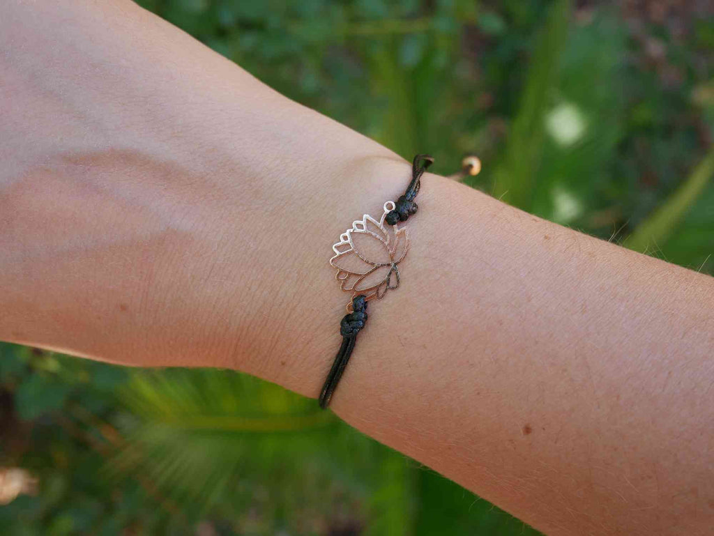 Bracelet en coquillage cauri naturel