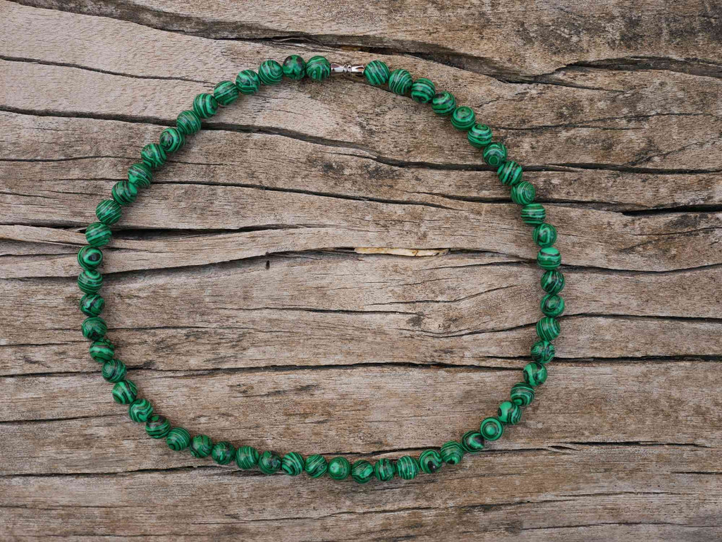 Collier / Ras de cou en Malachite. Perles de 8 mm.