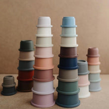 Afbeelding in Gallery-weergave laden, Mushie Stacking Cups