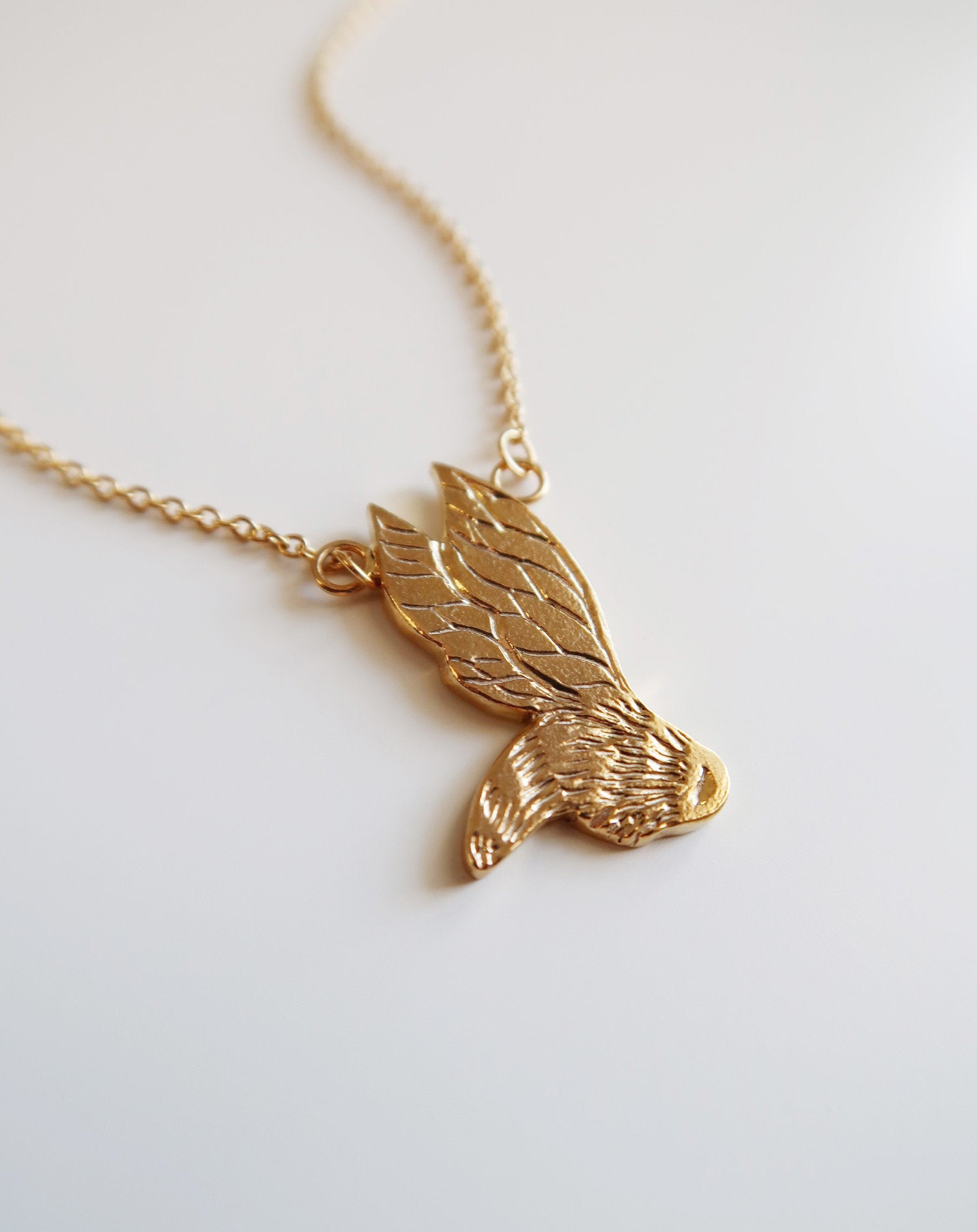 Flying bee necklace
