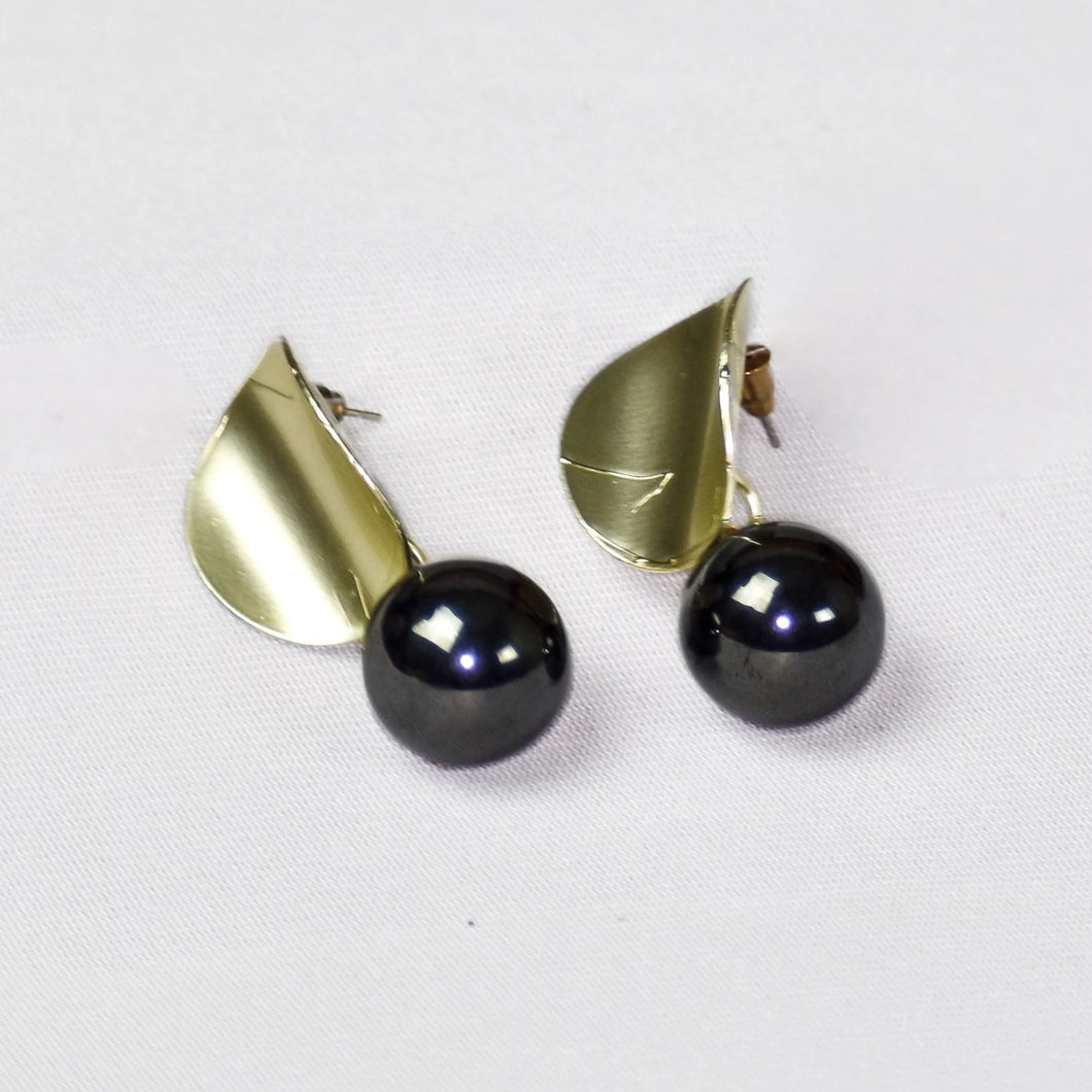Stylish Pearl Studs Earrings- Black