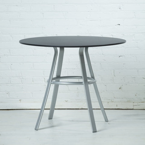 respondé Jug Indoor/Outdoor Round Table