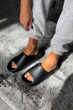 RUN IT Flat Slider Sandals - Black