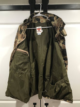 Load image into Gallery viewer, Vintage Columbia Gore-Tex Jacket (L)