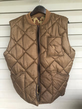 Load image into Gallery viewer, Bob Allen Ducks Unlimited Vest (L)