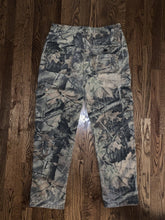 Load image into Gallery viewer, Vintage Trail Crest Camo Cargo Pants