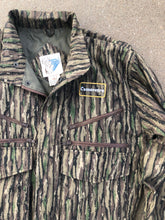 Load image into Gallery viewer, Camoretro Trophy Club Realtree Jacket (M)