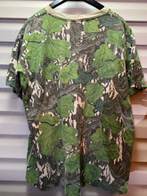 Load image into Gallery viewer, Mossy Oak Full Foliage Pocket Shirt (XL)