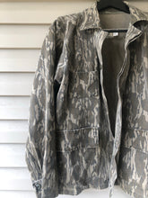 Load image into Gallery viewer, Mossy Oak Bottomland Jacket (L)