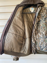 Load image into Gallery viewer, Trophy Club Mossy Oak Jacket (M)