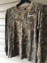 Load image into Gallery viewer, Camoretro Mossy Oak Tree Stand Shirt (M/L)