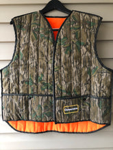 Load image into Gallery viewer, Camoretro Green Leaf Reversible Vest (M)