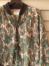 Load image into Gallery viewer, Mossy Oak Green Leaf Bomber Jacket (M/L)