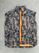 Load image into Gallery viewer, Browning Mossy Oak Green Leaf Down Vest (M)