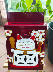 Mailbox : Lucky cat on Red Garance Background