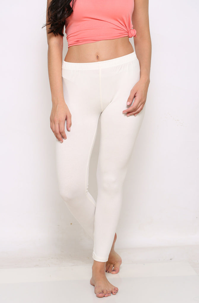 White ankle stretchable leggings