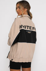 Heads Up Windbreaker Sand