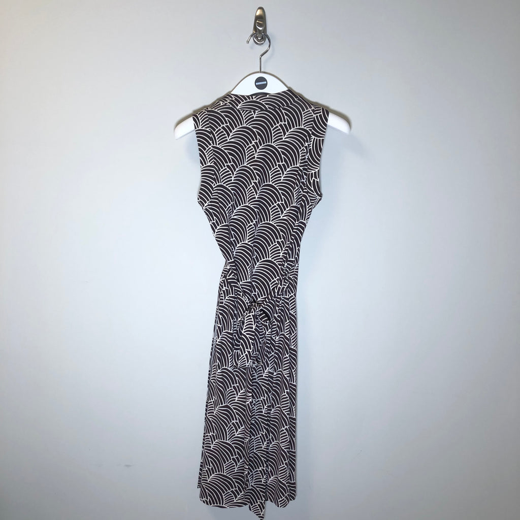 Diane Von Furstenberg Brown/white wrap dress. Size 4