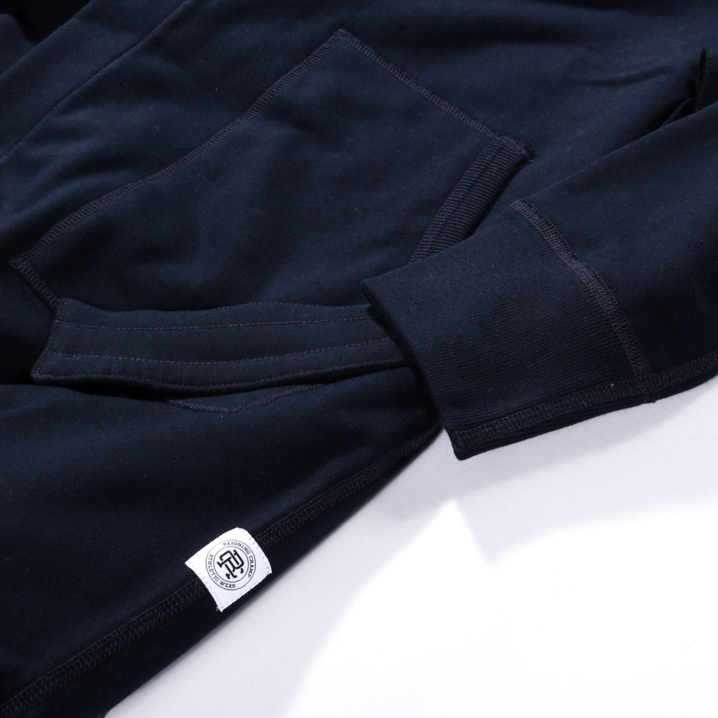 REIGNING CHAMP MIDWEIGHT TERRY ROBE NAVY