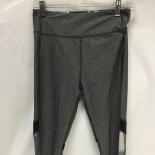 Primary Photo - BRAND: UNDER ARMOUR STYLE: ATHLETIC CAPRIS COLOR: GREY SIZE: M SKU: 155-15599-223789
