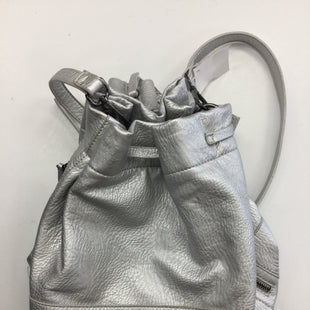 Primary Photo - BRAND:    CLOTHES MENTOR STYLE: HANDBAG COLOR: SILVER SIZE: LARGE SKU: 155-15545-206416