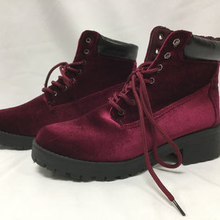 Primary Photo - BRAND:    CLOTHES MENTOR STYLE: BOOTS ANKLE COLOR: RASPBERRY SIZE: 9 SKU: 155-15545-206347