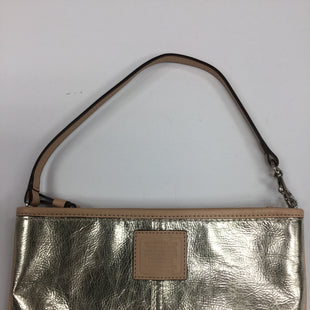 Primary Photo - BRAND: COACH O STYLE: WRISTLET COLOR: GOLD SKU: 155-155183-7394GOLD METALLIC AND BEIGE