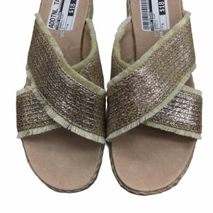 Primary Photo - BRAND: TOMMY BAHAMA STYLE: SANDALS FLAT COLOR: METALLIC SIZE: 8 SKU: 155-155245-104