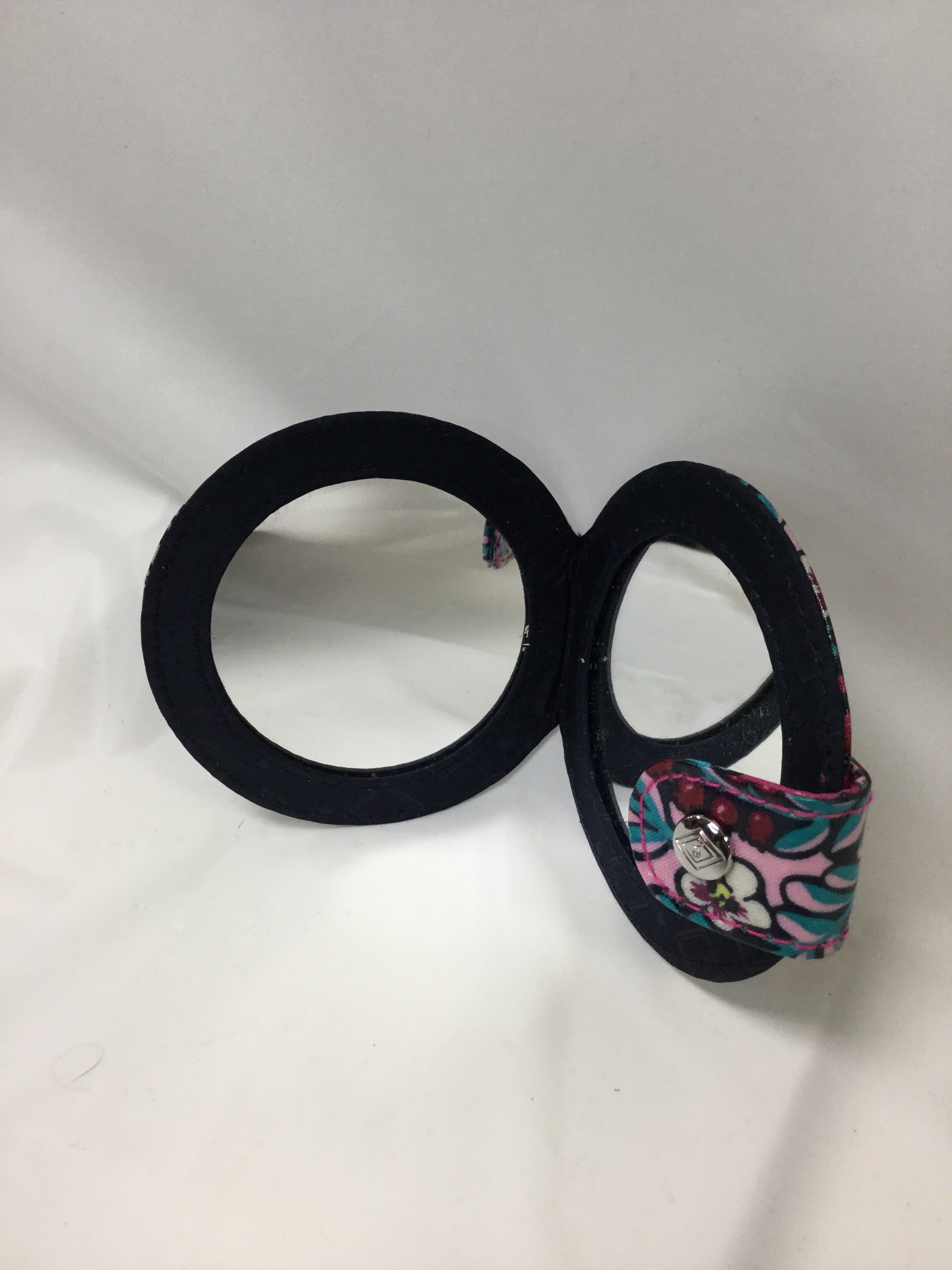 Photo #2 - BRAND: VERA BRADLEY <BR>STYLE: ACCESSORY TAG <BR>COLOR: MULTI <BR>SKU: 155-15599-220345<BR>FLORAL COMPACT MIRROR/SNAP CLOSURE<BR>