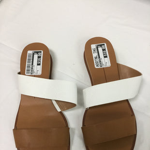 Primary Photo - BRAND: DOLCE VITA STYLE: SANDALS LOW COLOR: TAN AND WHITE SIZE: 9 SKU: 155-155163-125017