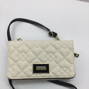 Primary Photo - BRAND: BETSEY JOHNSON STYLE: HANDBAG COLOR: CREAM SIZE: SMALL SKU: 155-155224-11279