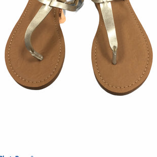 Primary Photo - BRAND: UNIVERSAL THREAD STYLE: SANDALS FLAT COLOR: GOLD SIZE: 9 SKU: 155-155224-21466