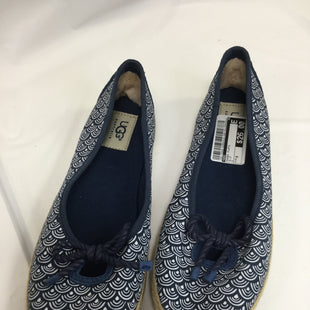 Primary Photo - BRAND: UGG STYLE: SHOES FLATS COLOR: NAVY AND WHITESIZE: 9 SKU: 155-15599-228834