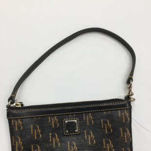 Primary Photo - BRAND: DOONEY AND BOURKE STYLE: WRISTLET COLOR: BROWN SKU: 155-155224-6140