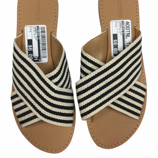Primary Photo - BRAND: FOREVER 21 STYLE: SANDALS FLAT COLOR: BLACK WHITE SIZE: 7 SKU: 155-155224-10440